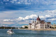 La opinión Budapest y el parlamento Imagen de archivo libre de regalías