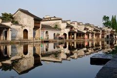 La opinión de la orilla en ciudad tradicional de e en China imagen de archivo libre de regalías