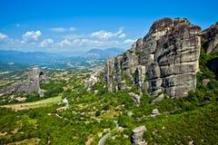 La opinión de las montañas de Meteora, Grecia del panorama Imagen de archivo libre de regalías