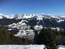 La opinión de Mont Blanc de Les consigue Fotos de archivo