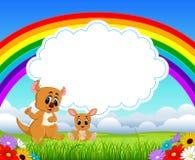 La opinión de la naturaleza con el espacio en blanco del tablero de la nube y un pequeño canguro con su mamá stock de ilustración
