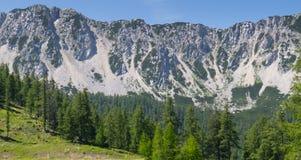 La opinión de la pared de la montaña de petzen Austria fotografía de archivo libre de regalías