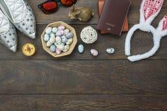 La opinión de sobremesa tiró del día de fiesta feliz de Pascua de la decoración Fotografía de archivo libre de regalías