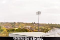 La opinión del día de venir pronto en Sixfields firma encima el estadio de fútbol de los zapateros de Northampton imagenes de archivo
