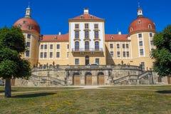 La opinión del este de Moritzburg del castillo sajón imagen de archivo