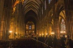 la opinión del interior de la iglesia de la luz de la noche Fotos de archivo