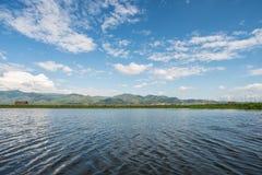 La opinión del paisaje de la naturaleza en el lago uno Inle de la atracción turística en Myanmar Foto de archivo libre de regalías