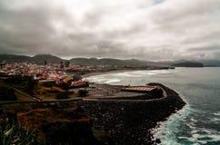 La opinión del panorama a Miradouro hace Castelo del Gazebo del pajar, sao Miguel, Azores, Portugal foto de archivo libre de regalías