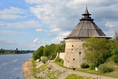 La opinión del río es grande y la torre de la pared de la fortaleza del th Imagen de archivo