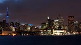 la opinión del timelapse de 4K UltraHD A del horizonte de Toronto como noche baja almacen de video