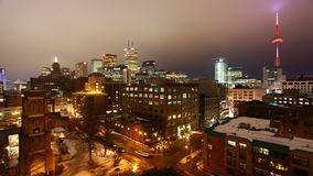 la opinión del timelapse de 4K UltraHD A del horizonte de Toronto como noche baja almacen de metraje de vídeo