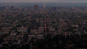 La opinión del tiro de la colina a igualar Los Ángeles con su ilumina luces metrajes