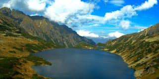 La opinión grande del lago en el valle de cinco lagos Imagen de archivo