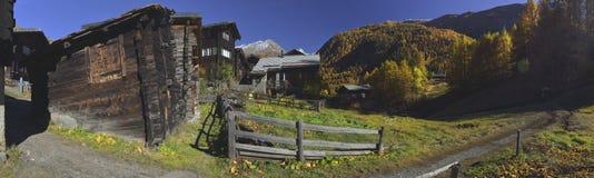 La opinión panorámica Zum considera el pueblo de Zermatt imágenes de archivo libres de regalías