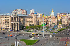 La opinión sobre el camino de Khreschatik y la independencia ajustan en Kiev, Ucrania Imágenes de archivo libres de regalías