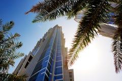 La opinión sobre rascacielos modernos en Dubai Fotos de archivo