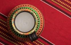La opinión superior un egipcio colorido handcrafted el tarro de cerámica artístico Foto de archivo