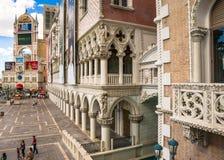 La opinión veneciana del hotel y del casino de la entrada de la plaza Foto de archivo libre de regalías