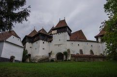 La opinión Viscri fortificó la iglesia (castillo), Transilvania, Rumania, imagenes de archivo