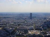 La opini?n del Champ de Mars del top de la torre Eiffel que mira abajo considera la ciudad entera como arquitectura cl?sica hermo fotos de archivo