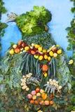 La organización de verduras y de frutas en un soporte grande Imagenes de archivo