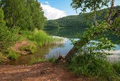 La orilla del lago Fotos de archivo libres de regalías
