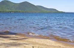 La orilla del lago Baikal Imagenes de archivo