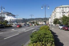 La orilla del mar de la calle en Trieste fotos de archivo libres de regalías