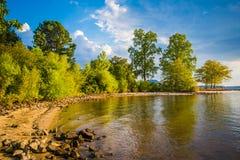 La orilla del normando del lago, en Ramsey Creek Park, Cornelio, del norte imagen de archivo libre de regalías