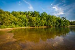 La orilla del normando del lago, en Ramsey Creek Park, Cornelio, del norte foto de archivo libre de regalías