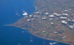 La orilla opinión del Mar Negro, Bulgaria del top Cabo Kaliakra pequeñas nubes sobre la tierra y las secciones del ingenio de la  Imagen de archivo