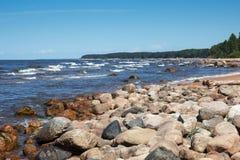 La orilla rocosa del mar Báltico Fotografía de archivo libre de regalías