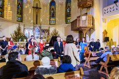 """La orquesta de cámara del  del """"Antonio-orchestra†en la catedral de los santos Peter y Paul después del concierto de la músi imagen de archivo"""