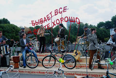 La orquesta juega en el parque de Gorki en Moscú Imágenes de archivo libres de regalías