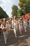 La orquesta militar en la calle de la ciudad. Imagen de archivo