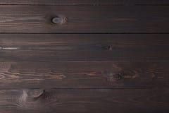 La oscuridad coloreó el fondo de madera, fondo de madera de marrón oscuro Imagen de archivo libre de regalías