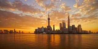la oscuridad de oro del lujiazui, Shangai, China Imagen de archivo