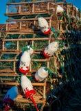 La pêche colorée de homard maintient à flot et des pièges photographie stock