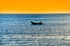 la pêche de bateau a isolé image stock