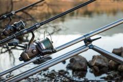 La pêche risque - le plan rapproché d'une bobine de pêche Photographie stock libre de droits