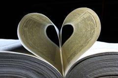 La page de livre aiment un coeur Photographie stock