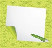 La page enroulée et ballpen sur le fond vert Images stock