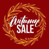 La pagina con le foglie piene rotonde autunnali si avvolge e Autumn Sale Lettering Fotografie Stock