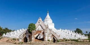 La pagoda bianca di Hsinbyume con il mya del portone immagine stock