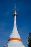 La pagoda bianca su cielo blu della provincia di Mae Hong Son a nord di T Fotografia Stock