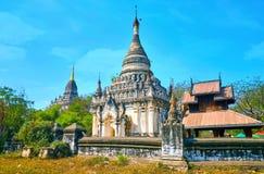 La pagoda blanche dans Bagan, Myanmar photos stock