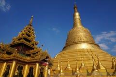La pagoda d'or, pagoda de Shwemawdaw Photographie stock libre de droits