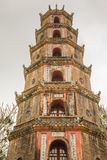 La pagoda de Celestial Lady en Hue Vietnam - Chua Thien Mu Imagen de archivo libre de regalías
