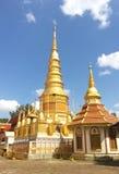 La pagoda de Huay-Tom dora el oro: Confianza de la energía de Buda, Lampun tailandia Imagen de archivo libre de regalías