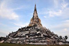 La pagoda grande en el templo Ayutthaya de Wat Phukhutong Fotos de archivo